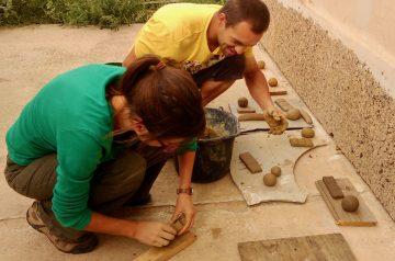 Kurz: Zhotovovateľ hlinených omietok M1- Príprava hlinenej malty na omietku @ Ekocentrum ArTUR | Hrubý Šúr | Bratislavský kraj | Slovensko