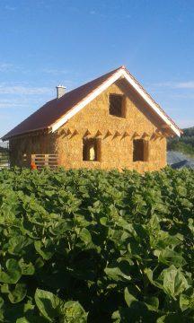 Dom s výplňou stien zo slamených balíkov