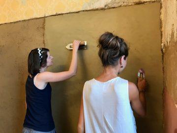 Kurz: Zhotovovateľ hlinených omietok, Modul 3 - Povrchová úprava hlinenej omietky, údržba a oprava, vápenné omietky a tadelakt @ ekocentrum ArTUR | Hrubý Šúr | Bratislavský kraj | Slovensko