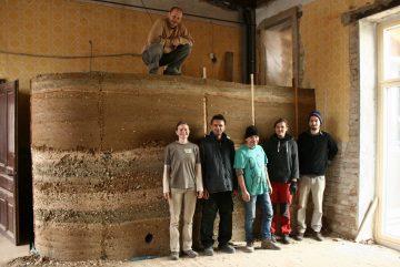 Kurz na hlinené stavebné techniky: Nabíjaná hlina @ Ekocentrum ArTUR
